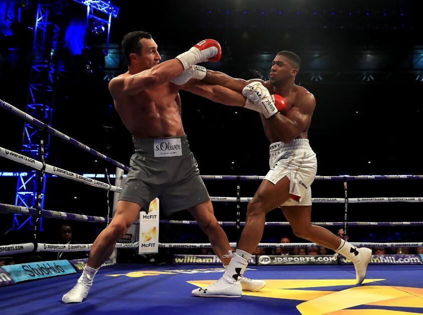 Anthony Joshua punching Wladimir Kltischko